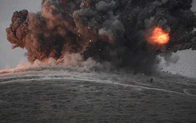 An air strike against militants of the Islamic State, October 23, 2014. ©Bulent Kilic