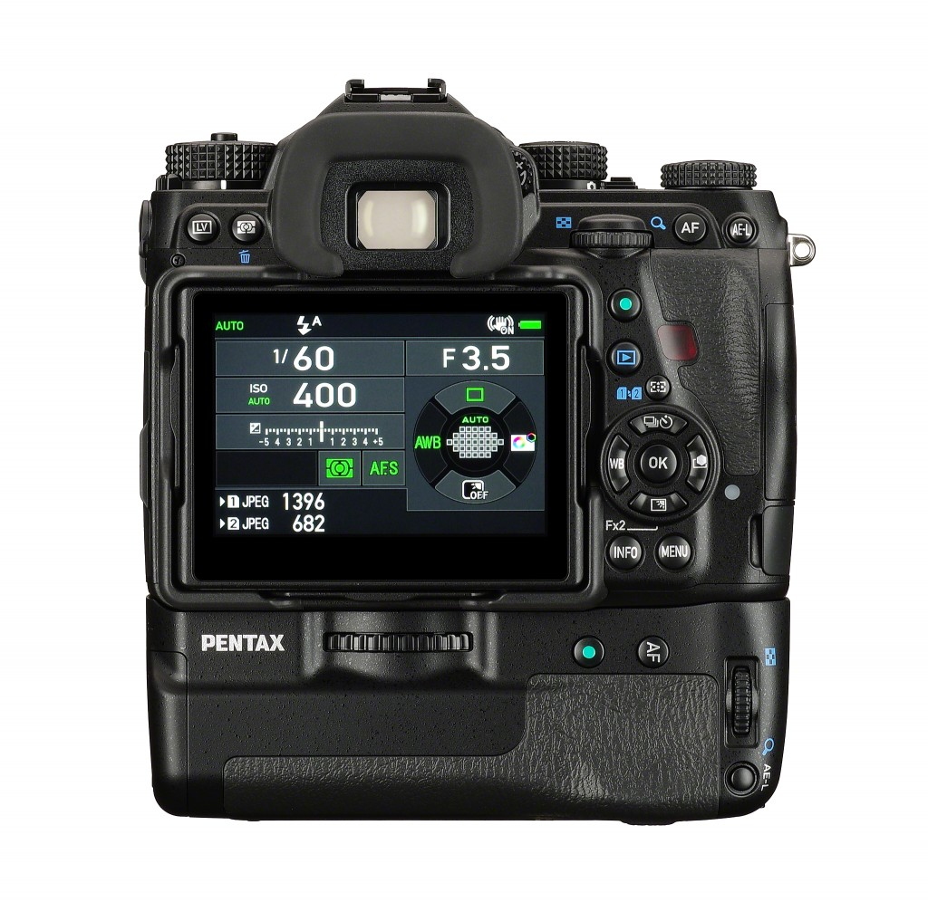 PENTAX K-1_back_screen_battery grip