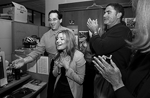 Deanne Fitzmaurice hears she has won a Pulitzer Prize, April 4, 2005. ©AP Photo/San Francisco Chronicle, Brant Ward