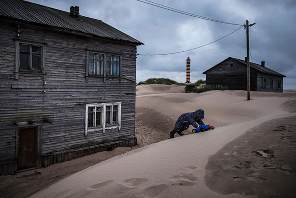Gaia Tripoli on Editing Sergey Ponomarev's Photos for a New York Times Feature | PDNPulse